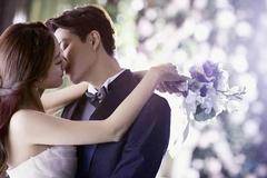 Đang sống ở nước ngoài, muốn kết hôn liệu có khó?