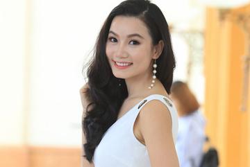 Lương Giang diện đầm trắng, rạng rỡ tại sự kiện