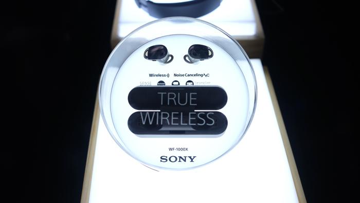 Sony Show 2017: Xếp hàng trải nghiệm máy ảnh bao diêm và mặt bàn cảm ứng