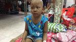 Người mẹ trẻ khóc cạn nước mắt vì con bệnh nặng không tiền chữa