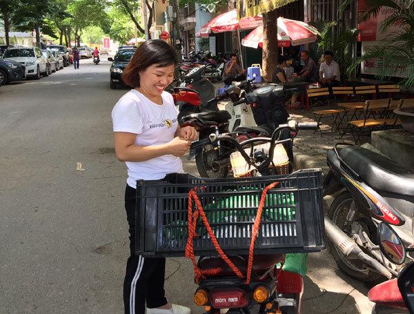 cơm grab, buôn bán vỉa hè, xe ôm truyền thống, xe ôm grab, cơm giá rẻ, xe ôm công nghệ