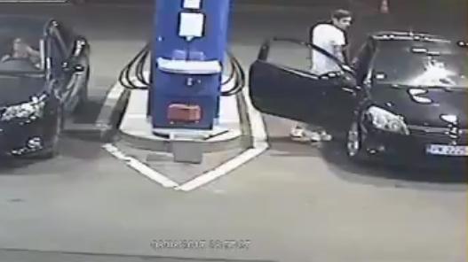 10 clip 'nóng': Tên cướp chạy bán sống bán chết vì đột nhập nhầm lò võ