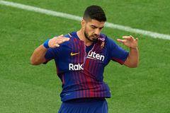 MU quay lại ký Perisic, Suarez liều mình vì Barca