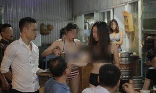 Mặc bikini được khuyến mãi: 'Chiêu' PR thiếu vải, thiếu cả tầm nhìn