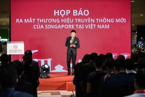 Hoàng Bách làm Đại sứ Du lịch Singapore tại Việt Nam