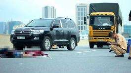 Xe máy đâm ô tô hỏng trên cao tốc, thanh niên tử vong tại chỗ