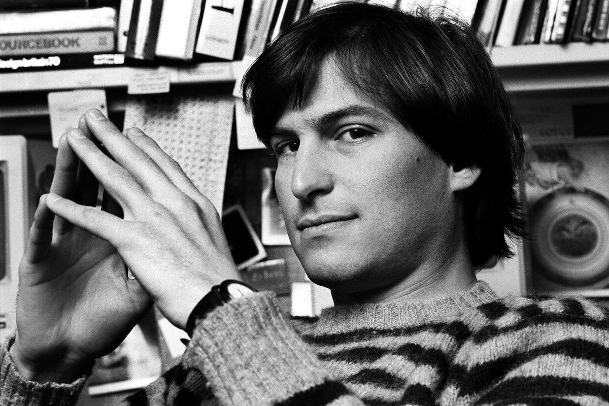 Tim Cook đau buồn tưởng nhớ 6 năm ngày mất 'cha đẻ' iPhone