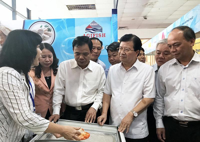 Phó Thủ tướng thưởng thức cá tra, khuyến khích doanh nghiệp