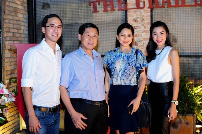 Johnathan Hạnh Nguyễn,Tăng Thanh Hà,bố chồng Hà Tăng,Lê Hồng Thủy Tiên,mẹ chồng Hà Tăng
