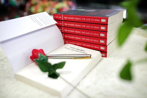 Ra mắt sách 'Trải nghiệm trong thế giới vô hình'