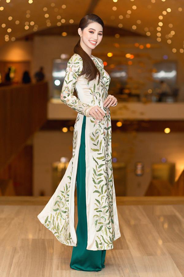 Hoa hậu 'Hội con nhà giàu' khoe nhan sắc yêu kiều