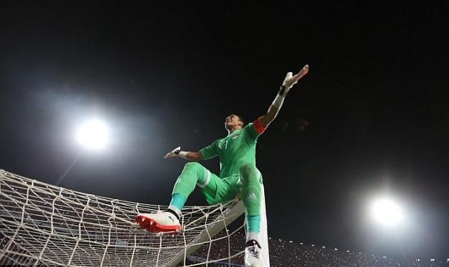 Ai Cập giành vé World Cup siêu kịch tính nhờ người hùng Salah
