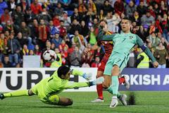 World Cup 2018: Messi hay Ronaldo sẽ làm người hùng giải cứu?
