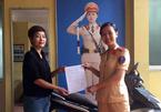CSGT Hà Nội trả lại xe cho cô gái sau 7 năm bị mất