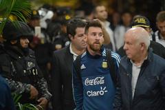 Đổ bộ Ecuador, Messi được cảnh sát bảo vệ... tận răng