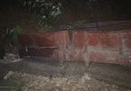 Sạt lở vùi lấp tàu chở hàng ở Yên Bái