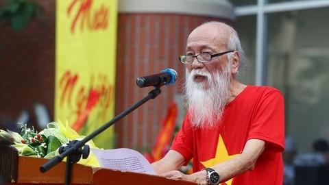Thầy Văn Như Cương phát biểu tại lễ khai giảng