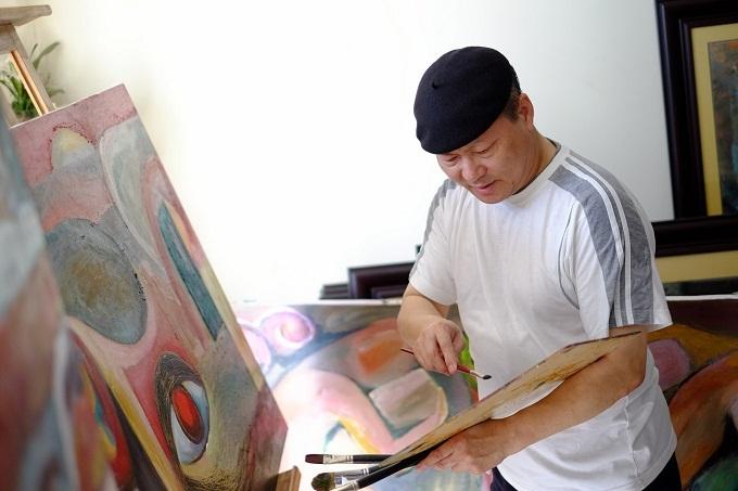 Họa sĩ Ngô Xuân Bính: 'Tranh sơn mài với tôi là tình yêu đặc biệt'