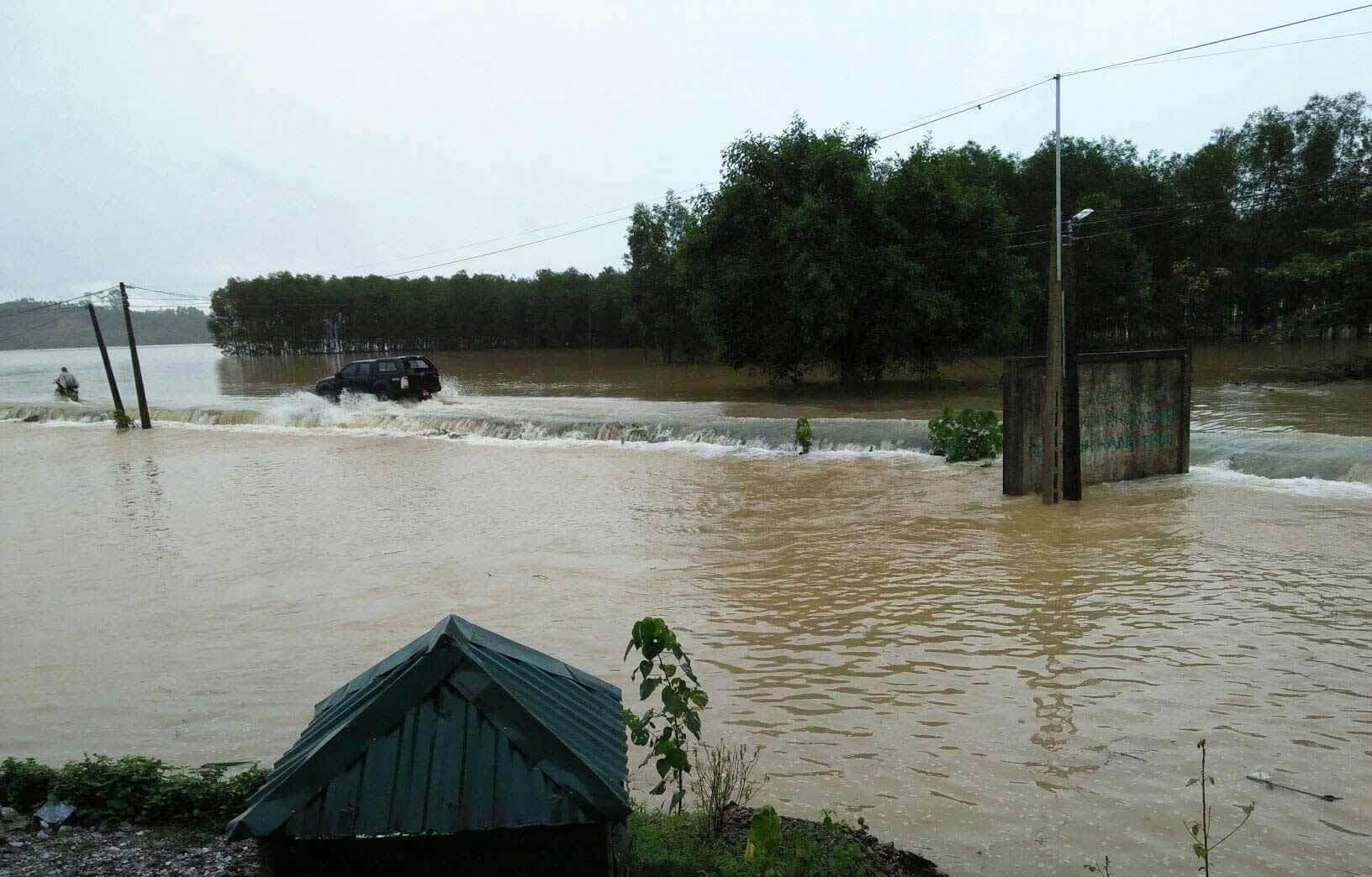 Áp thấp nhiệt đới,mưa lũ,vỡ đập,Hà Tĩnh,xả lũ