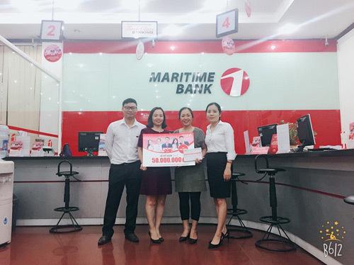 Maritime Bank trao sổ tiết kiệm 50 triệu đầu tiên cho khách