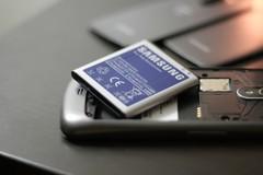"""Chuyên gia: Không được dùng pin """"vớ vẩn"""" cho smartphone"""