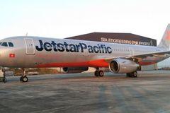 Máy bay Jetstar Pacific bị sét đánh
