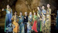 Top 20 Miss Grand tạo dáng với áo dài trong động Thiên Đường
