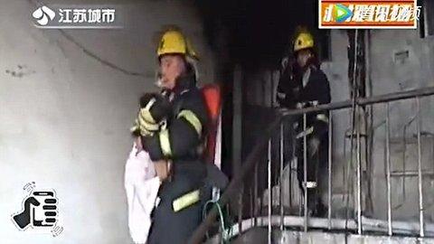 bé gái cứu cả nhà khỏi chết cháy