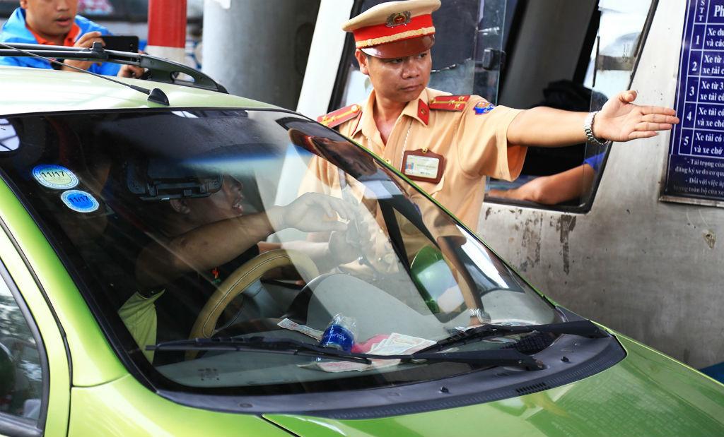 trạm thu phí, trạm BOT Biên Hòa, kích động gây rối, tài xế,
