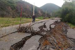 Đường 70 tỷ vừa xong đã vỡ toác: Do địa chất yếu?