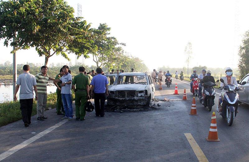 Giám đốc bị giang hồ đốt trong xe 7 chỗ đã tử vong