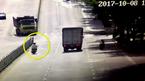 Vượt đèn đỏ, xe máy đâm thẳng gốc cây sau khi lượn tránh ô tô