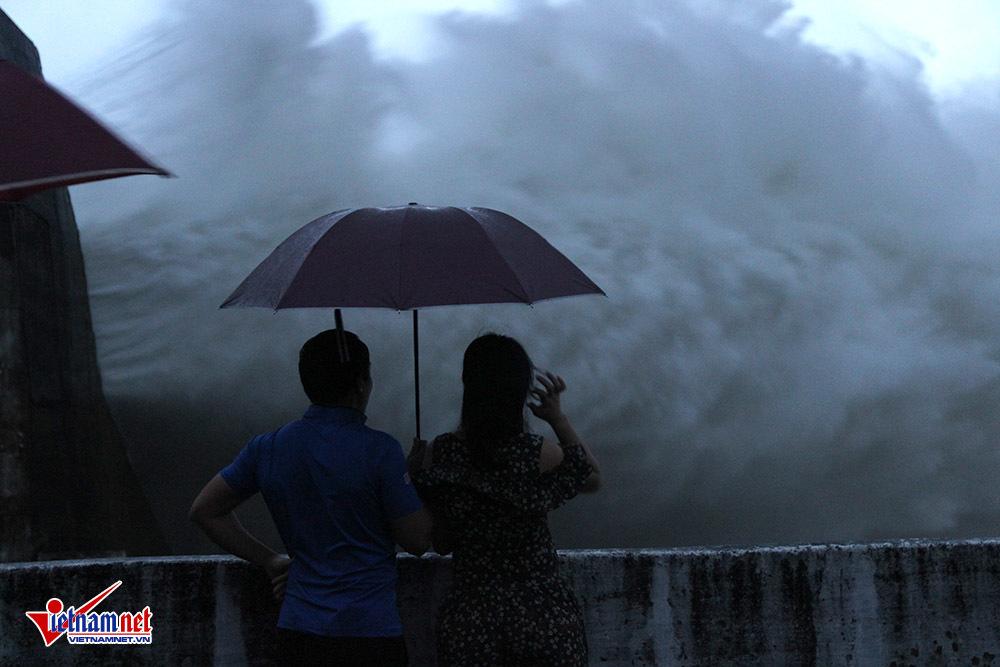 mưa lũ,lũ lụt,ngập lụt,Hòa Bình,thủy điện Hòa Bình
