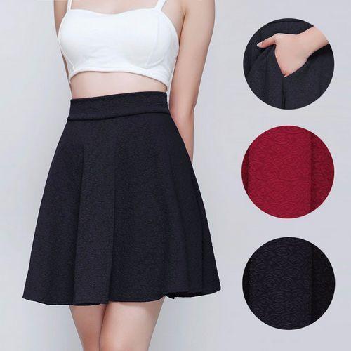 8 cách mix đồ cùng chân váy xòe đen cực chất