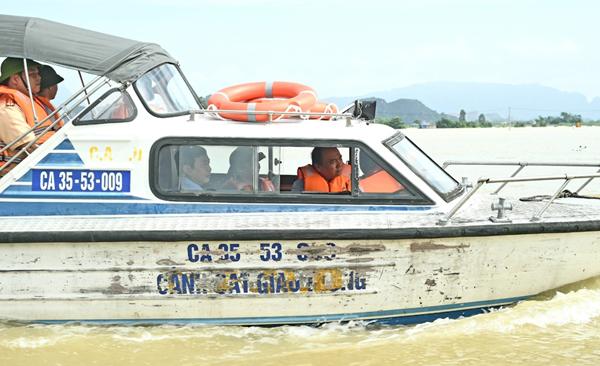 Thủ tướng Nguyễn Xuân Phúc, Nguyễn Xuân Phúc, ngập lụt, lũ lịch sử, mưa lũ