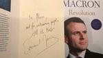 Tổng thống Pháp ký bản quyền xuất bản sách của mình cho NXB Việt Nam