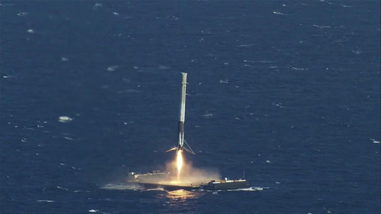 Xem cách người Mỹ hạ cánh tên lửa Falcon 9 trên mặt biển