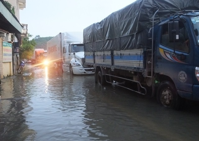 Lũ lụt, lũ lụt ở Thanh Hóa, mưa lũ, ngập lụt ở Thanh Hóa, QL1A ách tắc, ngập sâu
