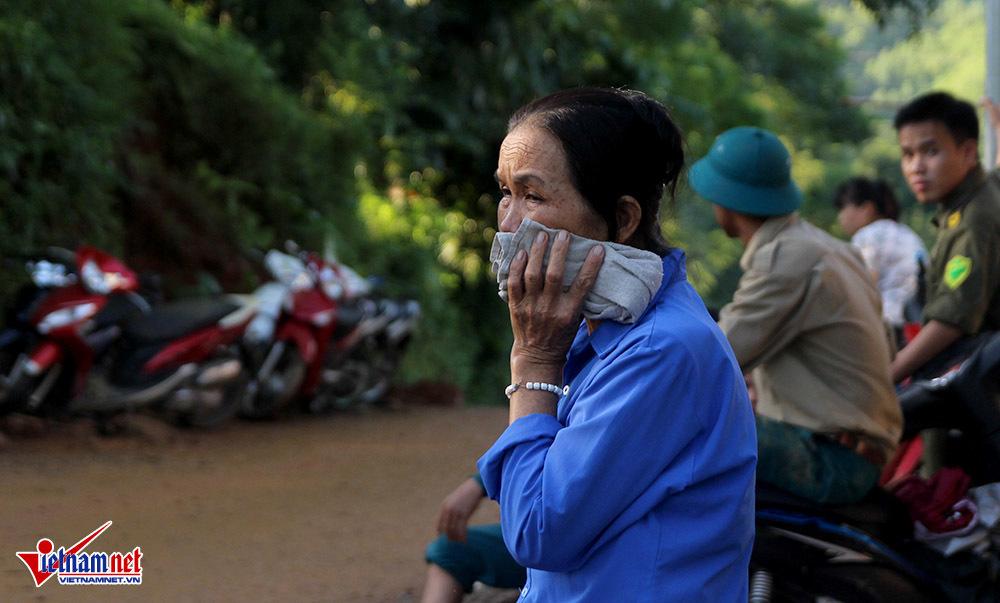 Bữa cơm cuối cùng của trưởng xóm bị vùi lấp khi giúp dân sơ tán