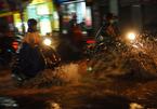 Hàng trăm ôtô, xe máy bị ngâm trong hầm ngập nước ở Sài Gòn - ảnh 15