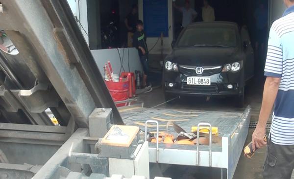 Hàng trăm ôtô, xe máy bị ngâm trong hầm ngập nước ở Sài Gòn - ảnh 10