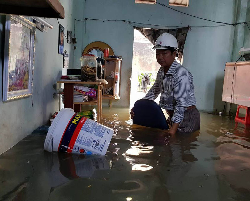 Hàng trăm ôtô, xe máy bị ngâm trong hầm ngập nước ở Sài Gòn