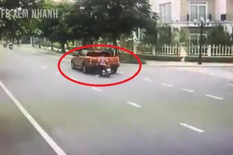 Lời cảnh tỉnh cho những ai vừa đi xe vừa sử dụng điện thoại di động