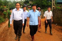 Chủ tịch MTTQ trao 1 tỷ đồng cho nạn nhân vụ sạt lở Hòa Bình
