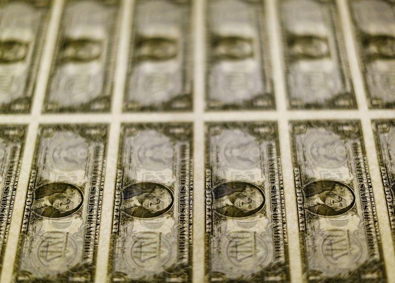 Tỷ giá ngoại tệ ngày 14/10: USD liên tục giảm giá