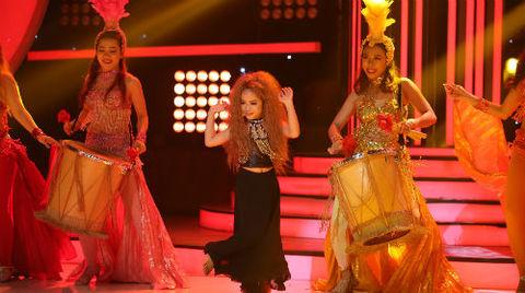 Màn trình diễn hóa thân Shakira của Tú Thanh:
