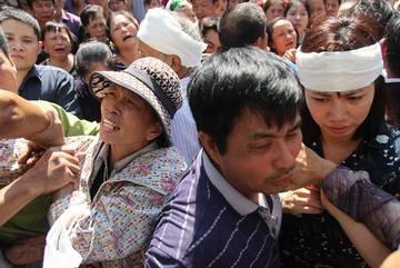 Lễ viếng Đinh Hữu Dư tại quê nhà: Nước mắt không ngừng rơi