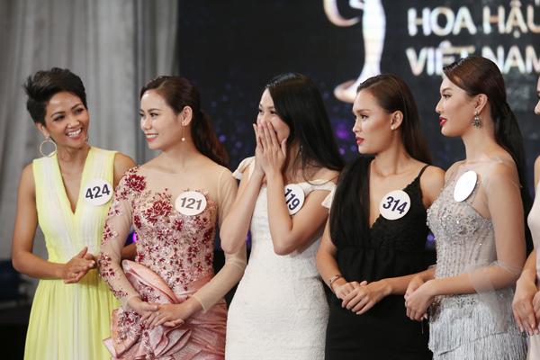 Phạm Hương cười ngất khi thí sinh 'Tôi là Hoa hậu Hoàn vũ' nói 59 tuổi