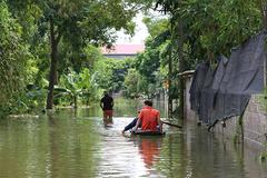 Vỡ đê có kế hoạch: Di dân đến nơi an toàn mới được cho vỡ