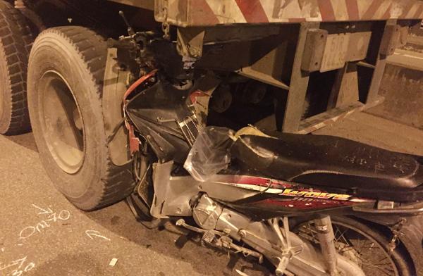 Đâm đuôi xe container, thanh niên chết thảm trên xa lộ